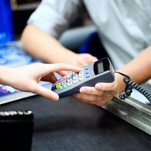 Zahlung per Kreditkarte oder auf Rechnung? Die beiden ...